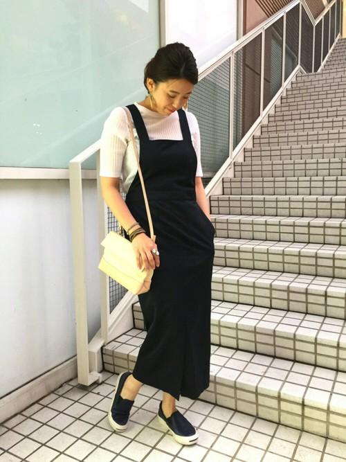 ブラック×ホワイトのモノトーンコーデは綺麗めに仕上がるので、大人女性でも挑戦しやすいですね。
