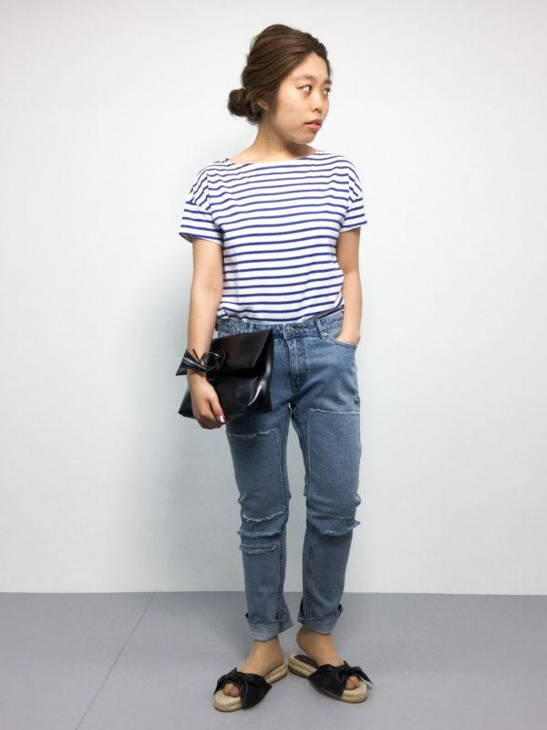 シンプルなボーダーTシャツスタイルにフラットな太リボンサンダルのコーデ☆楽チンなうえにキュートさをプラス!!