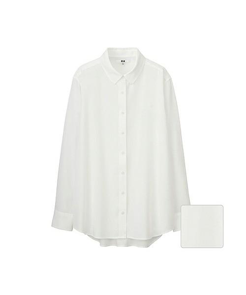見た目は普通のシャツですが、落ち感のある素材を使っているので女性らしい印象をプラスしてくれておしゃれに決まります!オフィスコーデはもちろん、普段の友達とのショッピングコーデやデートコーデにもぴったり♡さっそくエアリーブラウスをチェックしてみましょう♪