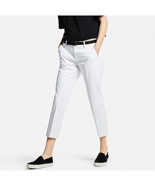 すっきり奇麗なシルエットのクロップドパンツ。上品なデザインなので、大人カジュアルスタイルにぴったり!!オンとオフにも活躍する1枚です。特に、ホワイトカラーのパンツは洗練された雰囲気になるのでオススメ!!