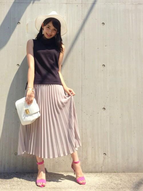 春らしいプリーツスカートもノースリ&サンダルと合わせたら、夏にも使える!使いまわしもできて便利♪
