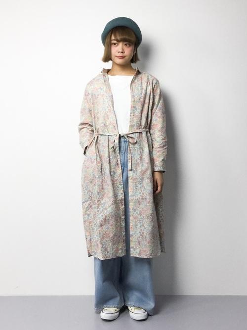 1枚でも羽織っても使えるシャツワンピース♪リバティープリントの春らしい柔らかい色合いが素敵ですね!春らしい明るいカラーのデニムやベレー帽を合わせて、ほどよくカジュアルに◎