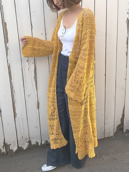 クロシェ編みだとまたカジュアルに見えて使いやすそうですね。イエローもトレンドなのでこうやって取り入れると素敵です。カーディガンはロングなのがバランス良いですね。