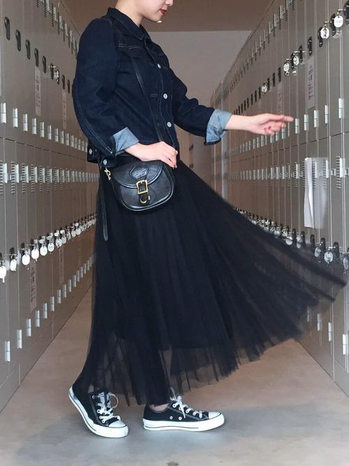 シースルーのチュール素材にプリーツをかけたスカートで、普通のチュールスカートより陰陽感があってスカートに動きもでろアイテムなんです。もちろんドレスアップにもいいですが、普段にはカジュアルにドレスダウンのコーデがいいですね♪