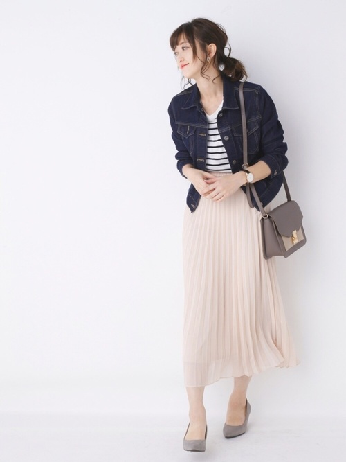 誰でも絶対に真似しやすくて、挑戦しやすい服で全てが整っているから好感度も◎!!定番のボーダーシャツに今年のカラーのピンクのプリーツスカートを合わせて、春らしく夏のにおいを漂わせる爽やかなスタイリング♪