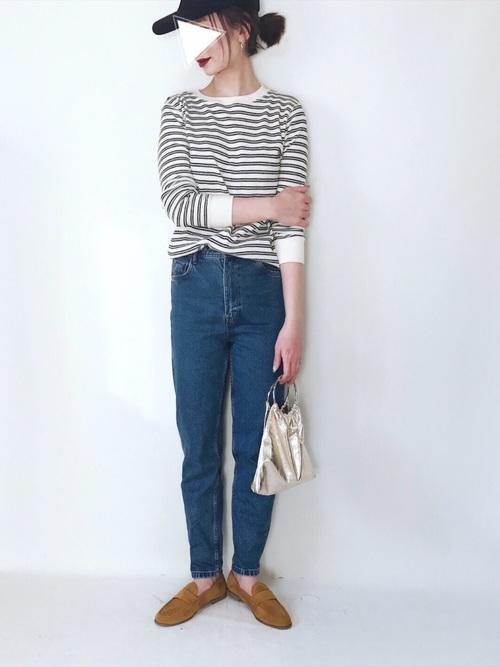 シンプルなブルージーンズが逆に新鮮ですね!ボーダーシャツやキャップとアメカジコーデに小物は大人感を出すのがGOOD!