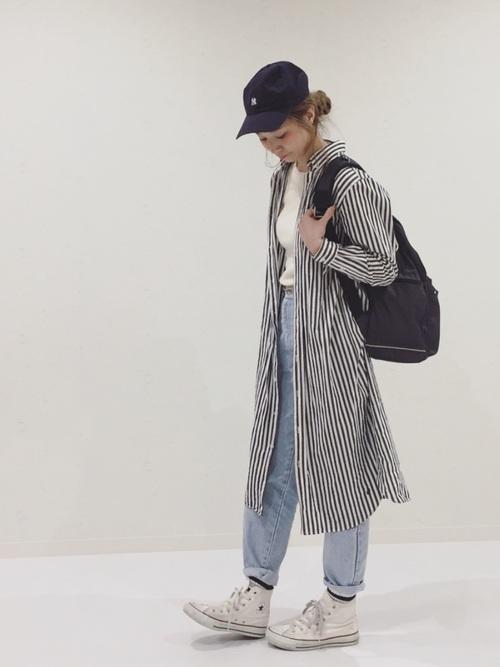 ストライプのロングシャツをアウター代わりに羽織った、ボーイッシュなスタイルです。バッグと帽子はブラックでのカラーチョイス♪足元に白いコンバースを合わせる事で、春らしいエアリーな雰囲気のOutfitに仕上がります。