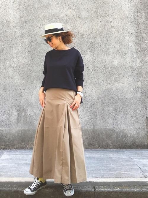 スカートスタイルもコンバースや帽子でgreennaaaamiさんっぽく着ていますね。ロングの丈が大人っぽいフレアスカートですが、スニーカーとつなぐチラッと見える靴下が黄色なのもかわいいですね