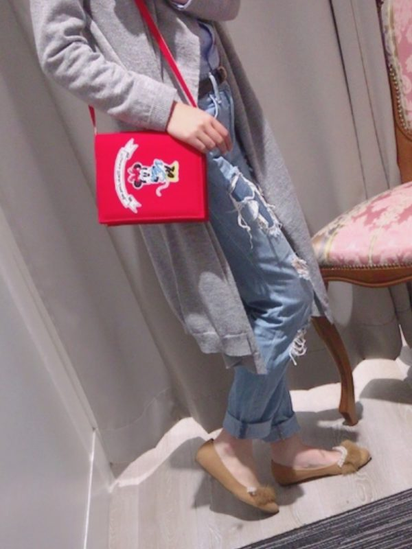 こちらもキャラクター入りのミニバッグ。ワンポイントアクセントに最適なミニバッグは、一つあると便利!!シンプルでインパクトがあるので、大人可愛いスタイルにぴったりです。