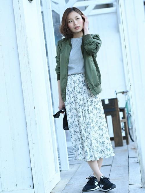 ロマンティックなr.p.sの花柄スカートも、スニーカーやブルゾンと合わせればカジュアルな雰囲気で着こなす事が出来ます♪