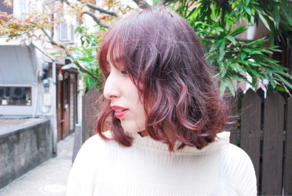 イルミナカラ―のラベンダーピンクヘアが、やわらかい髪質を美しく見せてくれます。発色が良いヘアスタイルですね。