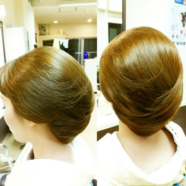 複雑な編み込みやアレンジ不要のシニヨンヘアで、すっきりと。サイドの髪できれいにまとめ上げて、着物スタイルをより上品に。