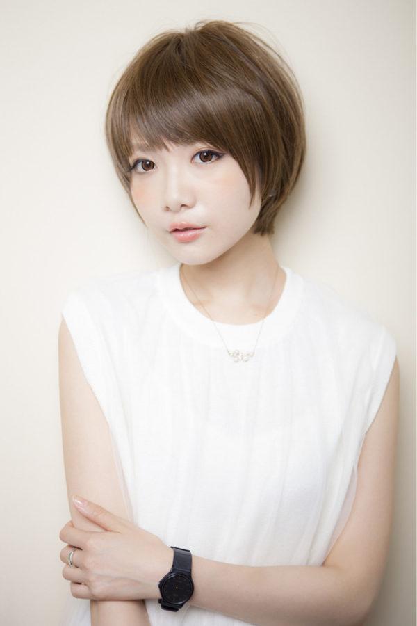頭のラインを生かした丸形のショートヘアは、男性からも女性からも愛されるヘアスタイルです。