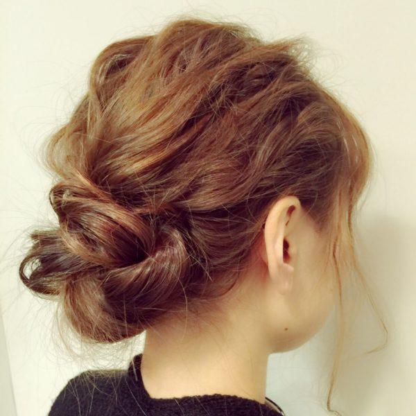 ざっくりルーズにまとめて抜け感のあるヘアスタイル。スタイリングも簡単だから忙しい朝などにオススメです☆