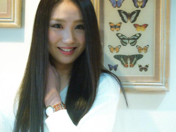 クールな黒髪のワンレンストレートロングヘア!とってもサラサラでキレイですね!アジアンビューティーです♪