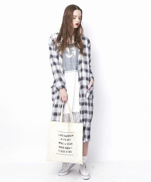パンツの他にもロンTやワンピースの羽織りとしても使えます。