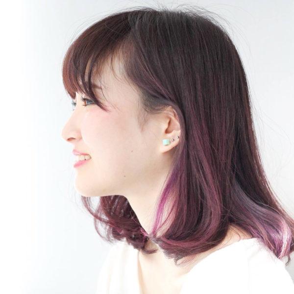 大人なシンプルボブヘアに今年流行中のピンクカラーを、さり気なく入れて柔らかく女性らしい雰囲気が素敵ですね♪