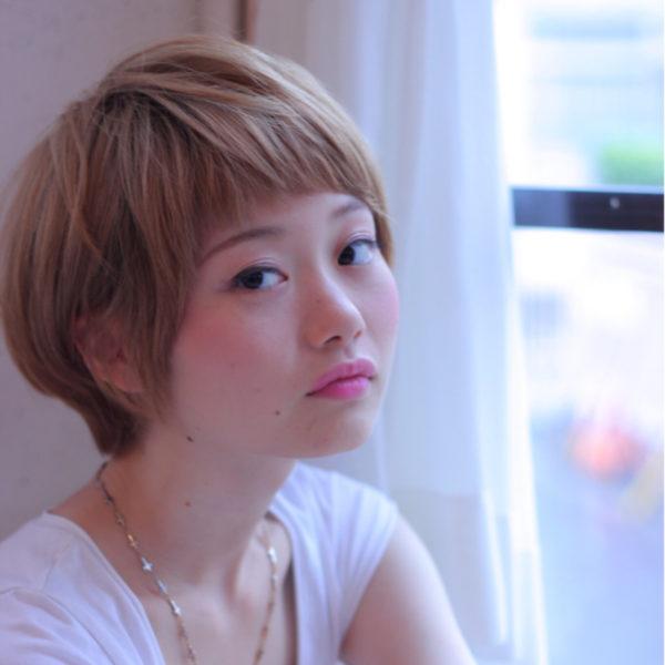 普段はヘアアレンジはしない、凝ったことはしたくない、という方は思い切ってハイトーンのカラーリングをしてみては?