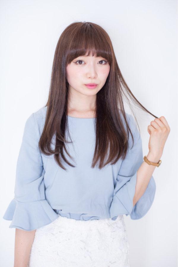 柔らかな前髪と優しいカラーがなんとも可愛らしい、大人のスイートでお洒落なロングヘア。真似しやすい感じですね♡