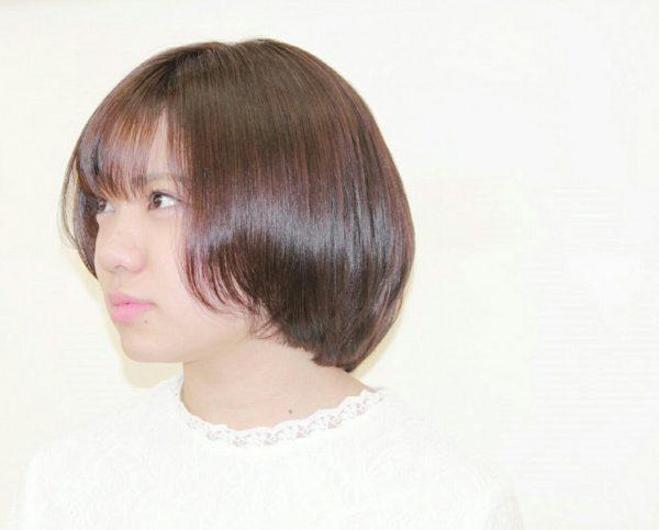 前から後ろにかけて髪が少し長くなって、愛されヘアのボブにしています♡少し丸みを帯びたボブがキュート。