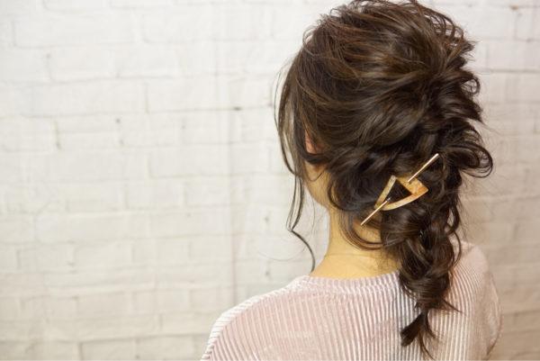 まとめ髪をして「少し寂しいな」と思ったときにマジェステを使ってみましょう!シンプルなヘアアレンジのアクセントになってくれます。
