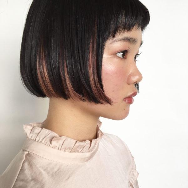 あえて規則的にインナーカラーを入れることで、ヘアスタイルにまとまり感が生まれますね!横顔もスッキリキレイに見せてくれますね。