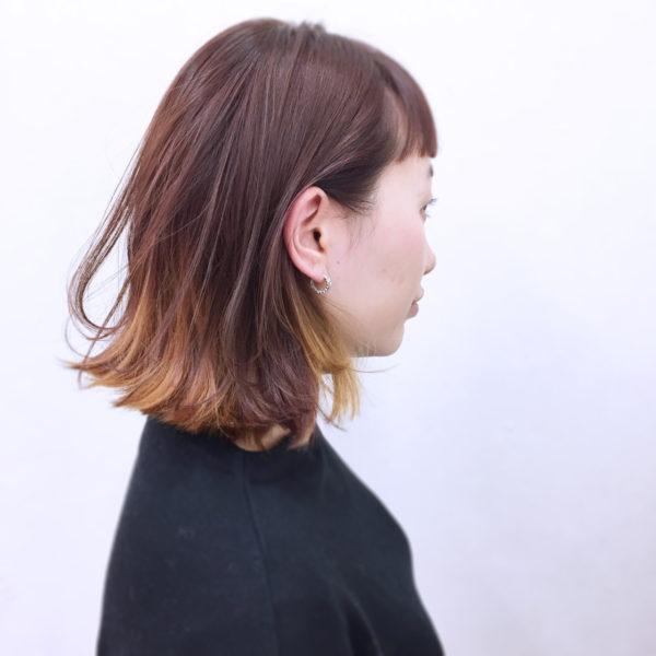 明るめのイエロー系のインナーカラーでフレッシュな若見えヘアに♪切りっぱなしボブが可愛らしいですね♡