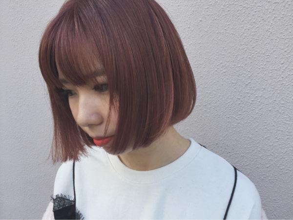 切りっぱなしボブスタイルが外国人ガールの様で、親しみやすい形ですね。内側に向かった毛先の結束が綺麗。