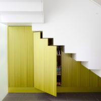 デッドスペースにしないで。階段下を最大限に使うセンス溢れるアイディア選♪