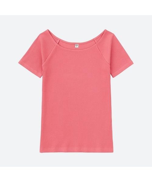こちらがリブバレエネックTシャツです。色はベーシックな白・黒・ネイビー・グレーの他に、キレイ色のピンクとライトブルー、テラコッタカラーのような明るいブラウンの5色展開。デコルテがキレイに見えるネックラインと繊細なリブは、上半身を華奢に見せキレイめな印象ですが、ラグランスリーブなのでスポーティーな雰囲気も兼ね備えています。オン/オフ問わず、何かと着回しが効きそうですね。そして、何といってもこちらプチプライスの¥1,080!色違いで揃えてしまいそうです♪