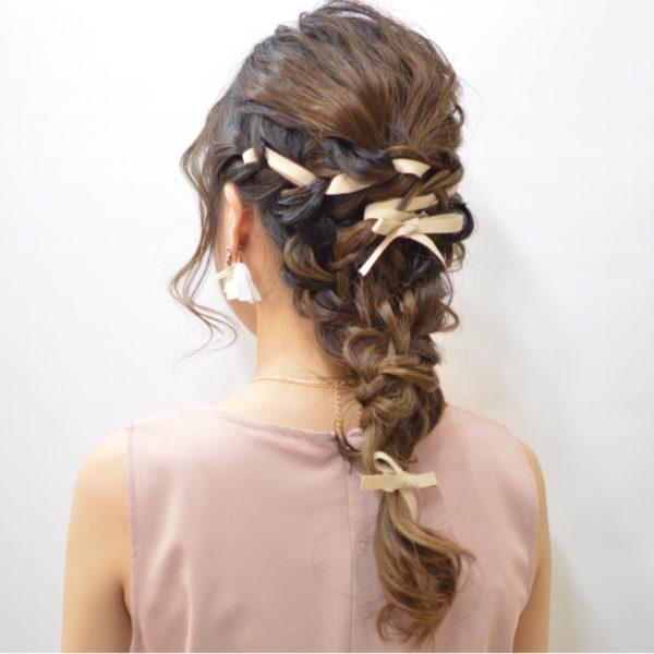 リボンを編み込んだヘアアレンジ9