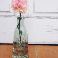 涼し気なガラスボトルを飾る♪お部屋に清涼感のあるおしゃれな雰囲気を♡