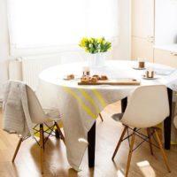 お部屋にアクセントを♪丸テーブルを置いてインテリアのおしゃれ度をアップさせよう♡