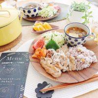 素朴な風合いで人気上昇中!木の食器で普通のご飯もカフェ風にしちゃいましょ♪