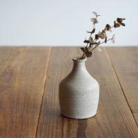 暮らしを彩る素敵な花瓶♡花をいける余裕をたのしむ素朴な味わいのアイテム