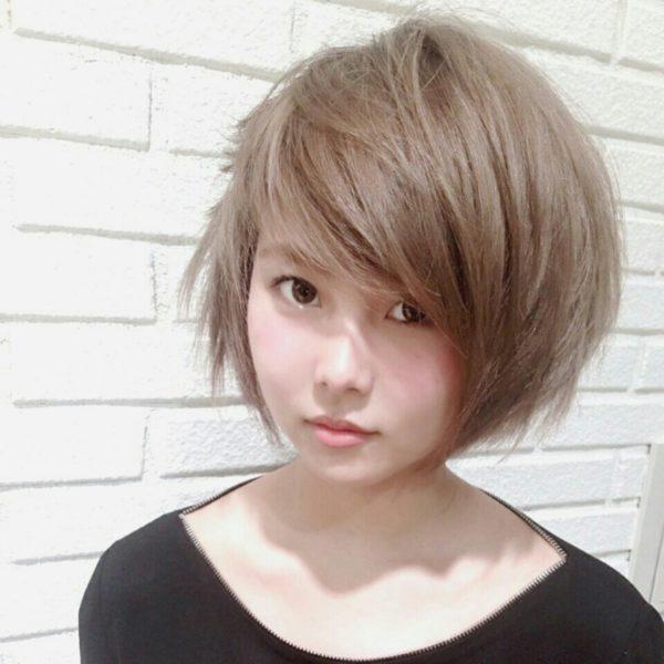 斜め前髪をカットで作る7