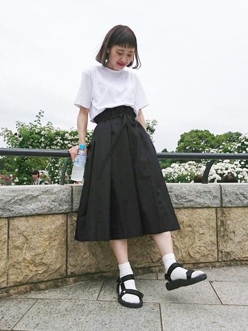 黒のスポサン×白靴下