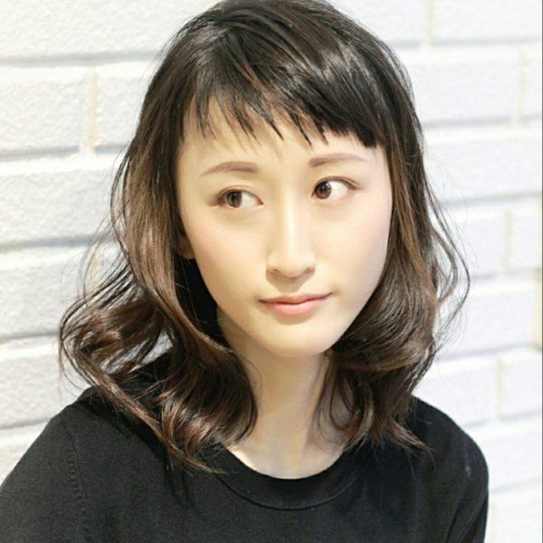 斜め前髪のミディアムスタイル6