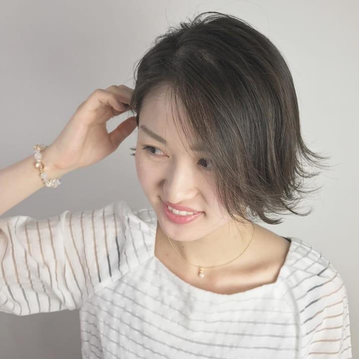 クールビューティな前髪無しのパーマスタイル8