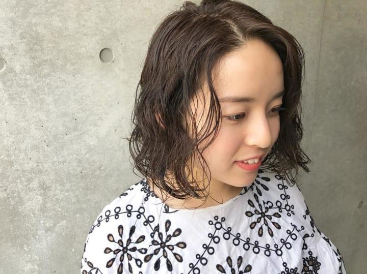 クールビューティな前髪無しのパーマスタイル14