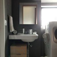 【連載】生活を圧迫しない収納の作り方。洗面所にみるミニマルな収納方法