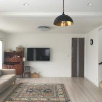 素敵な空間を演出。見た目もすっきり、壁掛けテレビのある部屋