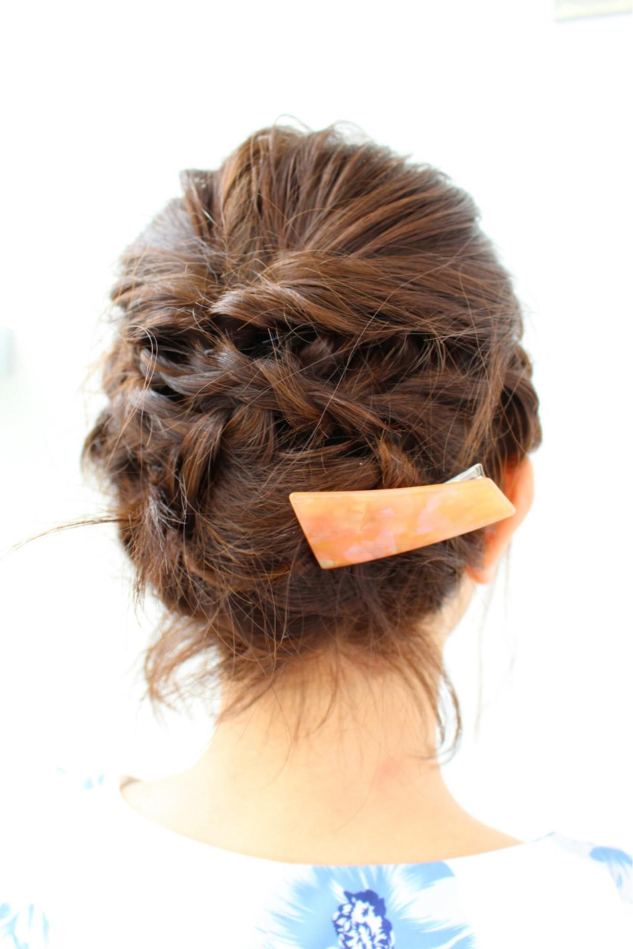 くるりんぱと三つ編みでできるボブのヘアアレンジです。きちんと編み込むことで、式典にもおすすめのヘアスタイルになりますよ。サイドにヘアアクセサリーをつけることで、ワンポイントにもなりますよ。