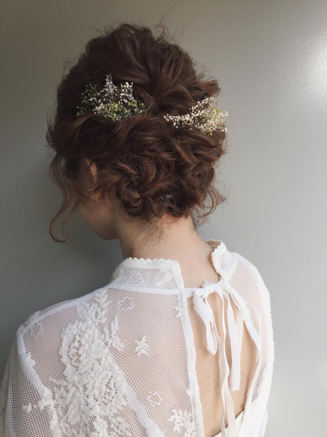 ボブの結婚式にも使えるヘアアレンジの代表といえば、アップスタイルとハーフアップアレンジです。アップスタイルは首元がすっきりとするため、ネックレスなどのアクセサリーをきれいにみせることもできますよ。