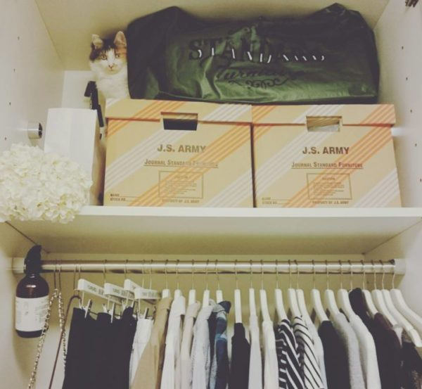 コツ③棚板上のボックスは軽い布製、紙製、バスケットがおすすめ