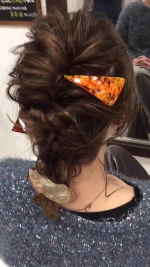 三つ編み&ねじりのまとめ髪アレンジ2