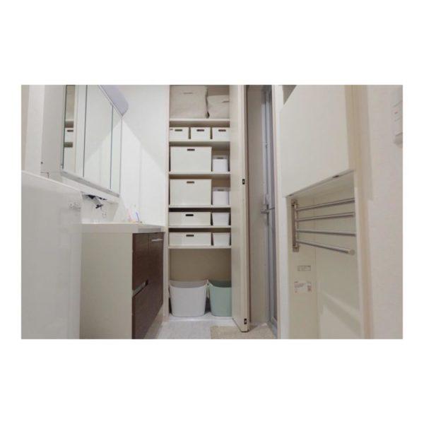 建て付けタイプの壁面収納棚10