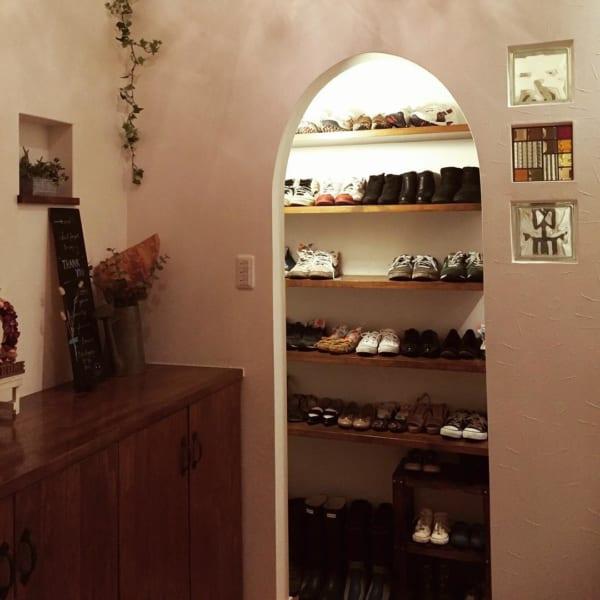隠すのはもったいない!?お洒落に靴を見せる収納例2