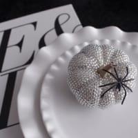 ブラック&ホワイトでハロウィン♪100均アイテムで作る大人ディスプレイ集