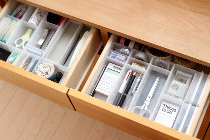 よく使う文房具や衛生用品の収納に
